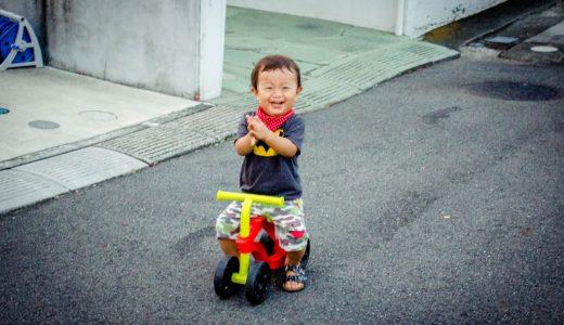 歩き始めた1歳児にオススメの乗用玩具、Scooterooを紹介します。